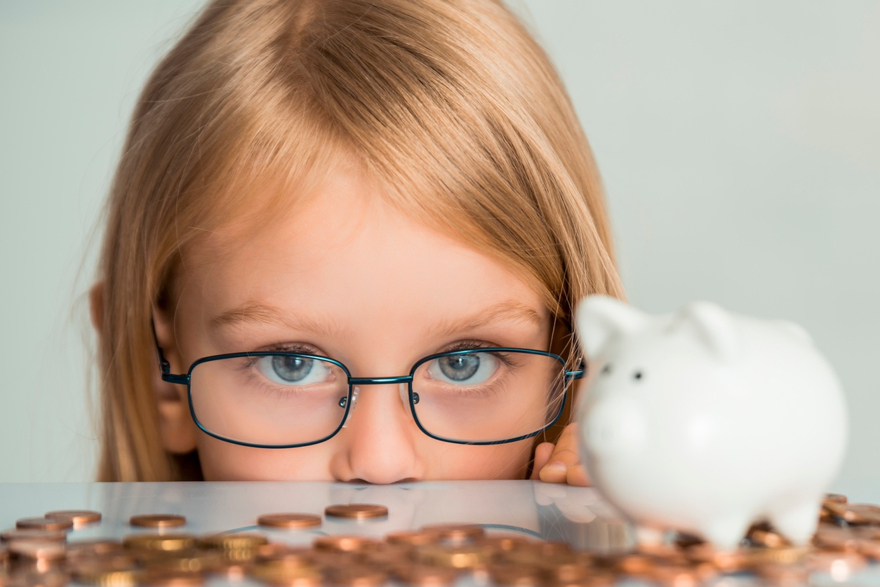 6 Smart Spending Habits to Pass Down to Your Children